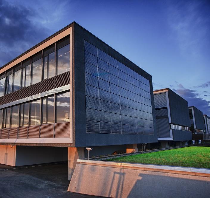 Außenaufnahme des neuen Saubermacher Headquarters im Abendlicht in Feldkirchen Österreich © Erwin Scheriau