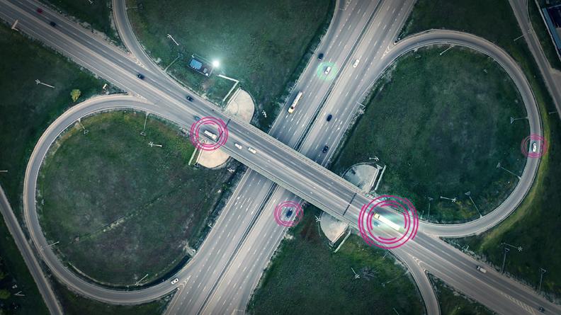 Ein Autobahnkreuz aus der Vogelperspektive visualisiert die Transportoptimierung bei wastebox